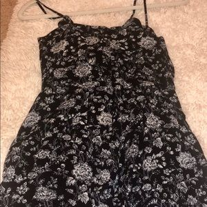 💕floral romper💕never worn. Offers welcomed!